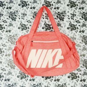 Nike women's gym club training duffle bag